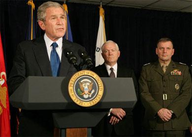 Le 29 novembre 2007, le président Bush annonce son nouveau budget militaire et refuse de le lier à un retrait d'Irak. Malgré la rhétorique martiale, il s'agit bien d'un pas en arrière.