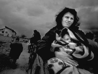 L'opinione pubblica occidentale ha accettato senza discutere di violare la Carta delle Nazioni Unite in Kosovo dopo aver assistito impotente all'esodo di migliaia di civili.