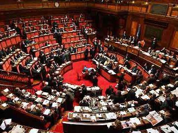 El f 35 despega por encima del parlamento italiano por for Storia del parlamento italiano