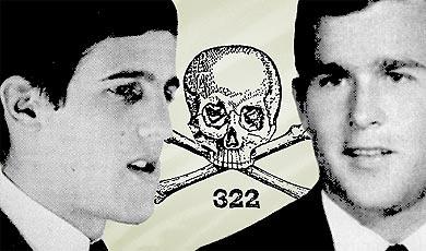 4444f3ee22555 Izquierda  El senador estadounidense John Kerry candidato demócrata a la  presidencia de los EEUU en 2004 frente a George W. Bush (derecha) del  partido ...